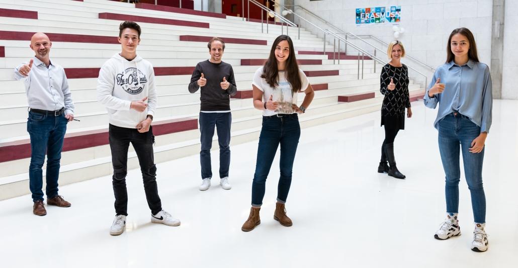Das SchulsprecherInnenteam 2020/21 mit GratulantInnen